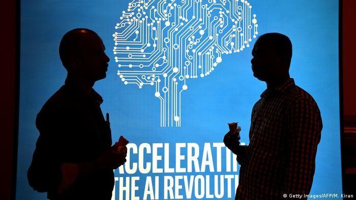 Штучний розум та людина(Getty Images/AFP/M. Kiran)