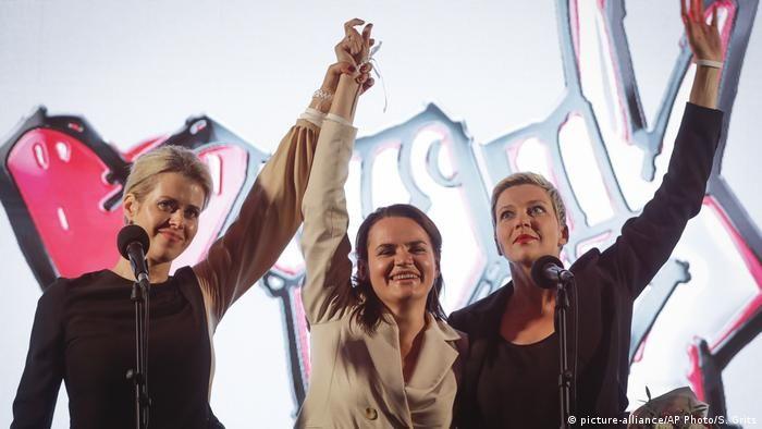 Дружина Валерія Цепкала Вероніка(зліва)під час мітингу білоруської опозицій у Мінську.
