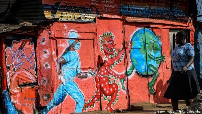 Графіті про коронавірус, який переслідує планету