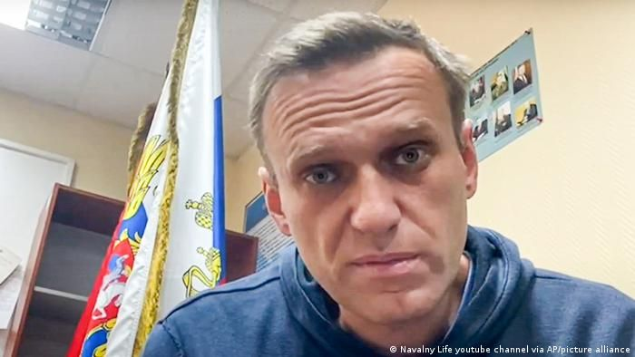 Портрет Олексія Навального крупним планом у поліцейському відділку міста Хімки, фото 18 січня 2021 року