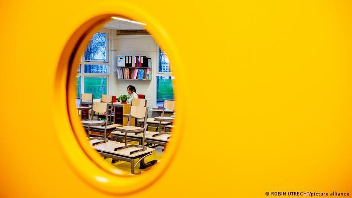Один день на тиждень нідерландські школярі вчаться не вдома, а в шкільних класах
