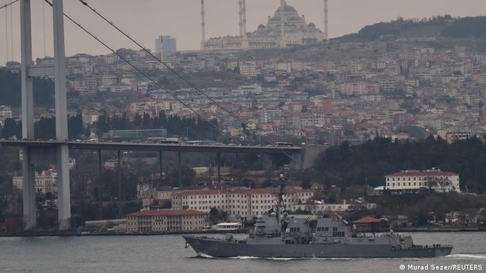 Один з двох американських есмінців, котрі пройшли через протоку в напрямку Чорного моря 20 березня