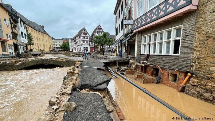 Наслідки негоди в Бад-Мюнстерайфелі на заході Німеччини