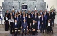 PM Bennett, new ministers pose for traditional government photo with president