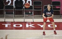In shift, US Jewish basketball star backs staying on court during anthem