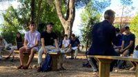 Las clases de Derecho Romano de la Universidad Pablo de Olavide, a la sombra de los pinos