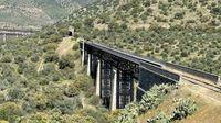 Así son los vertiginosos puentes y túneles que sortearon los Arribes del Duero