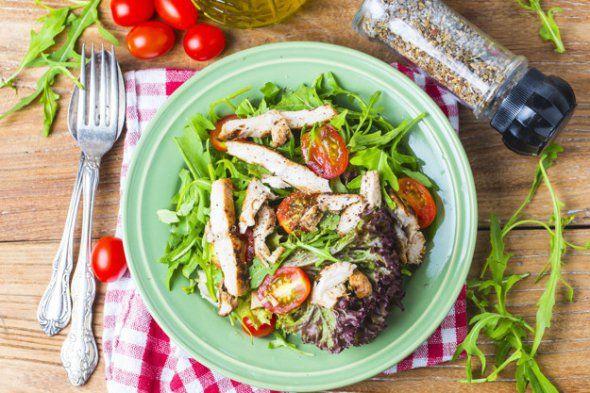 Курячі салати: легкий рецепт Цезаря