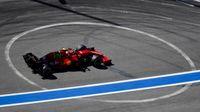 Mercedes toma el mando en Sochi con Sainz séptimo y Alonso décimo