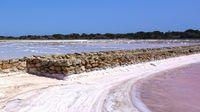 La salinas que están junto a una de las mejores playas del mundo