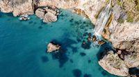 Las dos cascadas de España que caen directamente sobre el mar