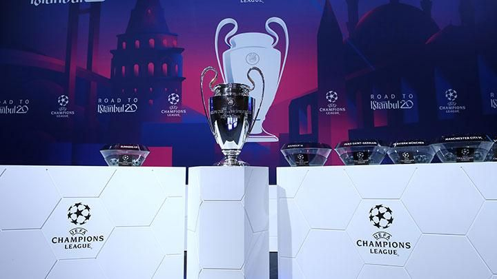 A row of trophies is being prepared in the draw for the last 16 of the Champions League in Nyon, Switzerland, December 16, 2019. Apart from Real Madrid vs Manchester City, another big match will take place between Chelsea vs Bayern Munchen. REUTERS / Denis Balibouse