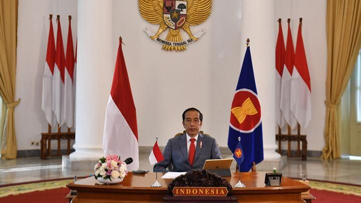 President Joko Widodo attends the 36th ASEAN Summit virtually at the Bogor Palace, West Java, Friday, June 26, 2020. During the summit with the Vietnamese host, President Joko Widodo stressed the importance of strengthening cooperation between ASEAN member countries in the economic recovery of the COVID pandemic impact -19 and proposed the need for ASEAN Travel Corridor arrangements. BETWEEN PHOTOS / Sigid Kurniawan