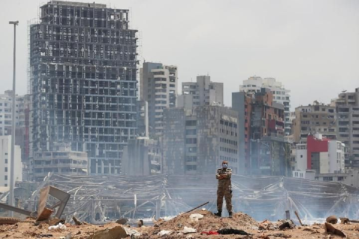 A soldier stands at the scene of explosion in the port of Beirut, Lebanon, August 6, 2020. [Thibault Camus / Pool via REUTERS]