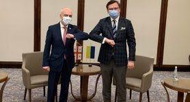 Украина и Грузия впервые присоединяются к трехсторонним переговорам государств-членов НАТО - Румынии, Польши и Турции, - Кулеба