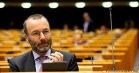 Заморозити рахунки олігархів і відключити РФ від SWIFT, - глава фракції ЄНП у Європарламенті Вебер запропонував відповісти на агресію Кремля