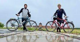 Двоє німців, яких затримали за незаконний в'їзд до України, все-таки продовжили свою подорож