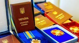 Зеленський нагородив орденами і медалями 12 українських воїнів, двох із них посмертно