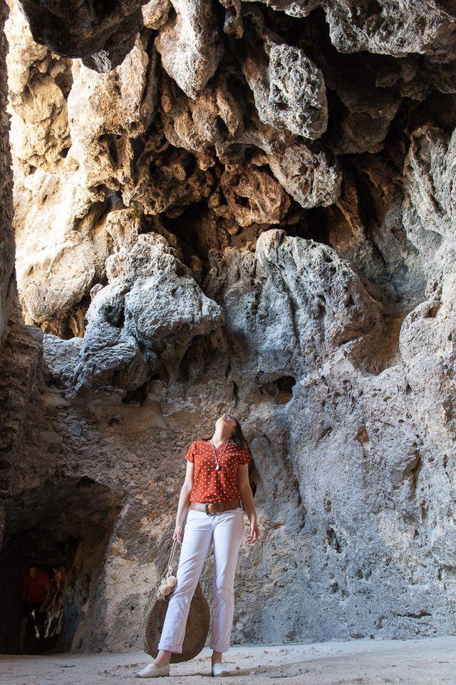 Habitats troglodytes dans le rocher de Tuf - Cotignac