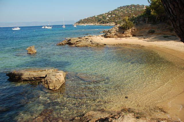La plage des Grottes - Naturiste - ile du Levant - Hyeres