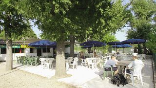 Aire de services- camping car/ Camp de loisirs Le Lac***
