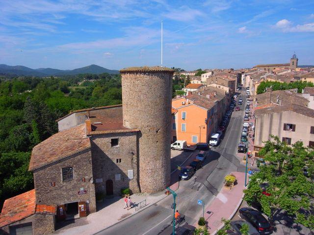 La tour Charles Quint et le Village