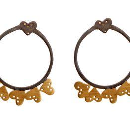 Antria Ασημένια σκουλαρίκια κρίκοι με επίχρυσες καρδιές