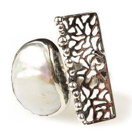 Efstathia Ασημένιο δαχτυλίδι με μαργαριτάρι & διάτρητη επιφάνεια