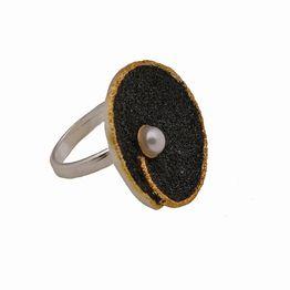 Joy Ασημένιο δαχτυλίδι με μαύρη λάβα και μαργαριτάρι
