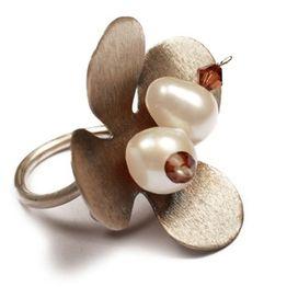 Krini Ασημένιο δαχτυλίδι λουλούδι με μαργαριτάρια και Swarovski
