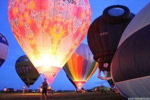 Photos : les montgolfières transformées en lanternes au Mondial Air Ballons