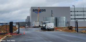 Amazon à Augny : la façade du bâtiment a enfin son logo