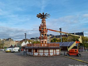 Metz : la pyramide de Noël est dressée