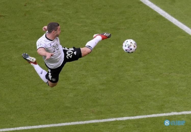 戈森斯:我欧洲杯表现得不错,期待能入选弗里克执教下的德国队