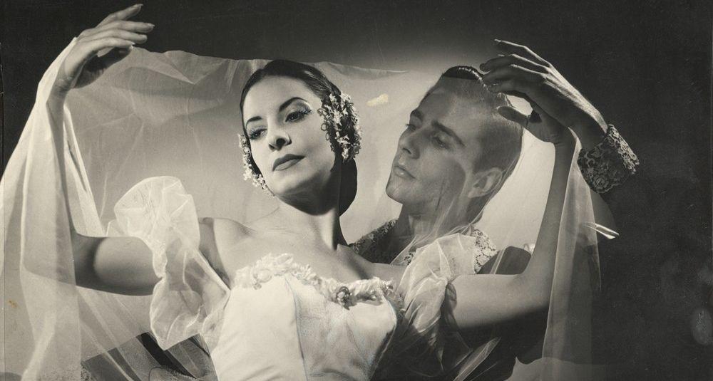 Alicia Alonso (als Giselle) mit Reyes Fernández in Giselle. | Bildquelle: https://apnews.com/article/noticias-d302d603b2f7728cac4d07532778c1f3 © | Bilder sind in der Regel urheberrechtlich geschützt