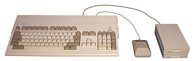 390px-Amiga_1200_with_mouse%2C_drives.jpg