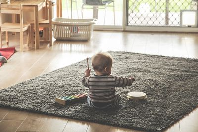 Kohus: vaheldumisi isa ja emaga elavale lapsele ei pea elatist maksma