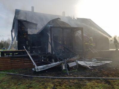 FOTOD Gaasigrilli plahvatus süütas Võrumaal elumaja