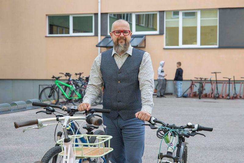 Noored jalgratturid peaksid liiklusesse naastes ohutusreeglid üle kordama