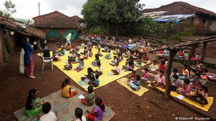 Індія: уроки через гучномовець