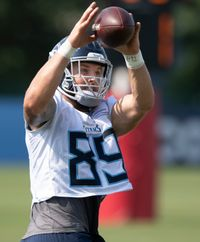 Tennessee Titans add tight end depth, promote Tommy Hudson to active roster