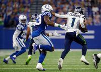 Colts' LB Darius Leonard plays through injury