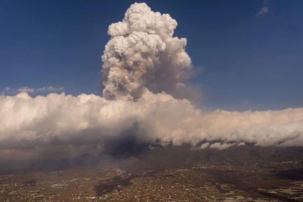 Lava spews from the volcano on Thursday. Photograph: Emilio Morenatti/Pool/AFP via Getty