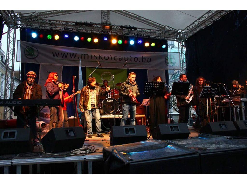 Áll-a-tok zenekar és Bányai Unplugged Band