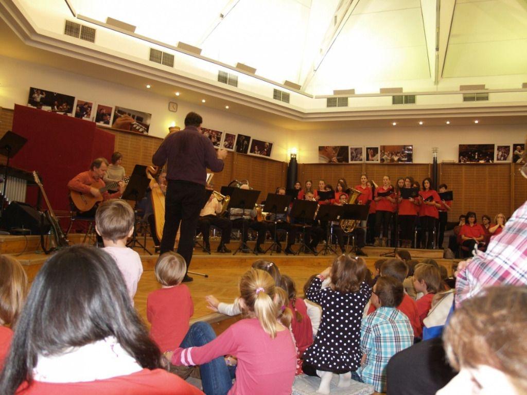 MANÓ koncert III. Zene és Ünnep - ünnepeink zenés formái,felvonulás,farsang,ceremóniák,Karácsony