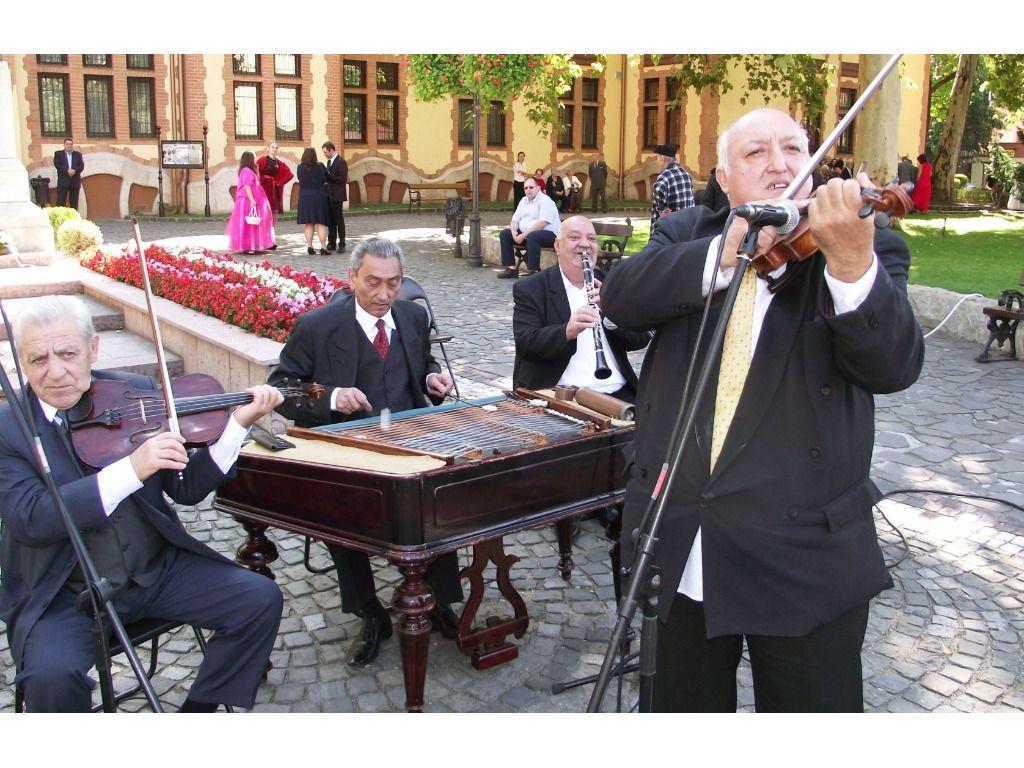 Vajda Gyula és zenekara -