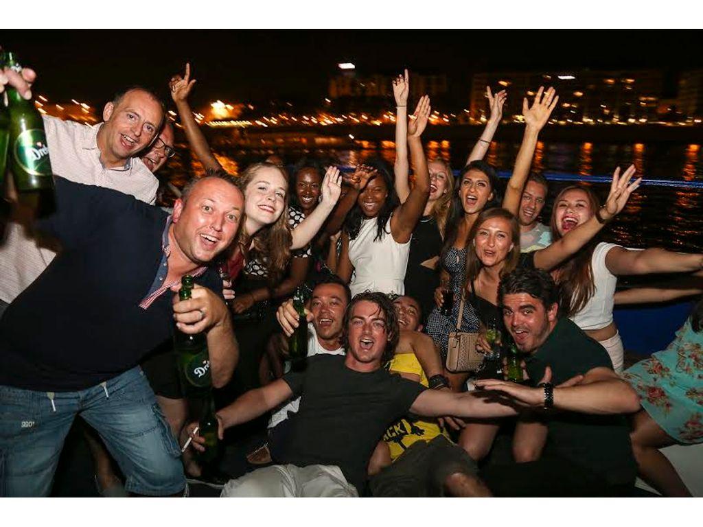 Parti hajó a Dunán/Party Cruise