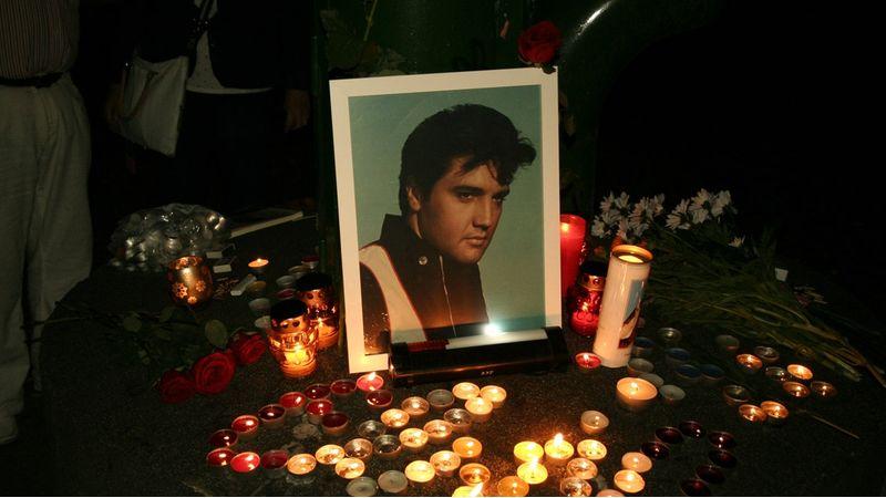 Gyertyafényes megemlékezés lesz az Elvis parkban