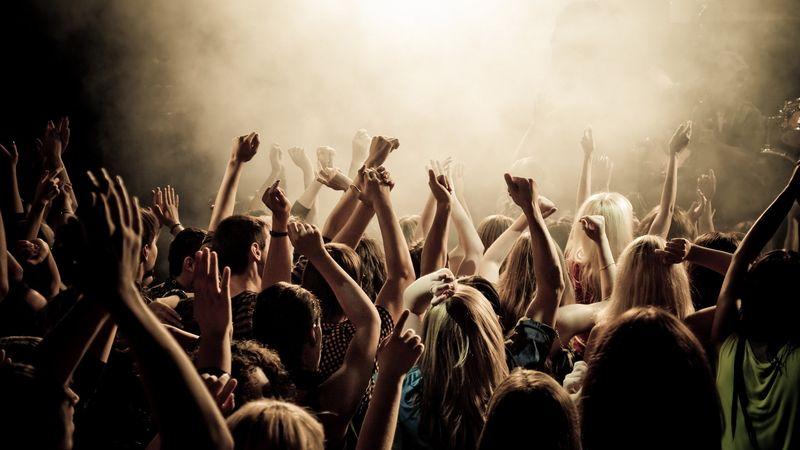 A nagykoncertek előszobája: keressetek egy menő bandát, és lépjetek fel előzenekarként!
