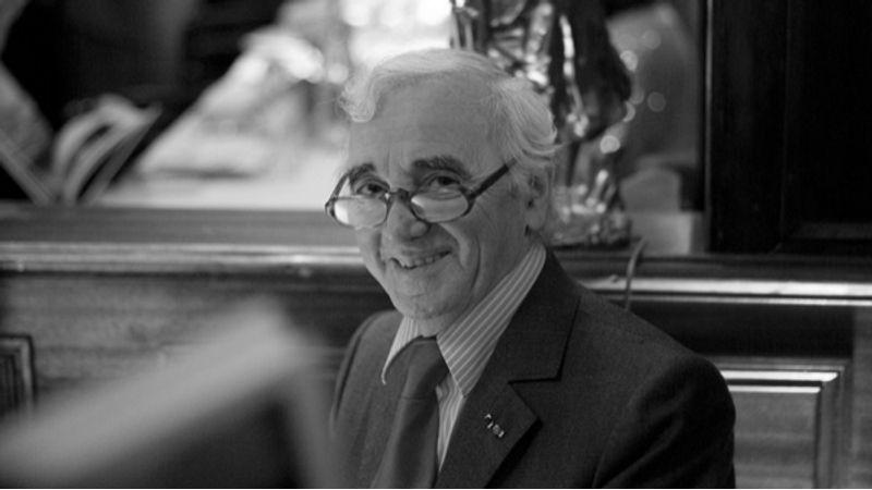 Charles Aznavour rangos elismerést kapott